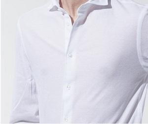 ワイシャツの透け感に注意