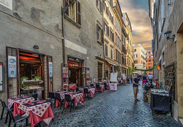 イタリア ローマ カフェのある通り