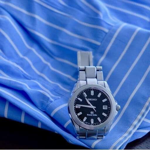 腕時計修理・オーバーホール(ビジネスシャツとリストウォッチ)